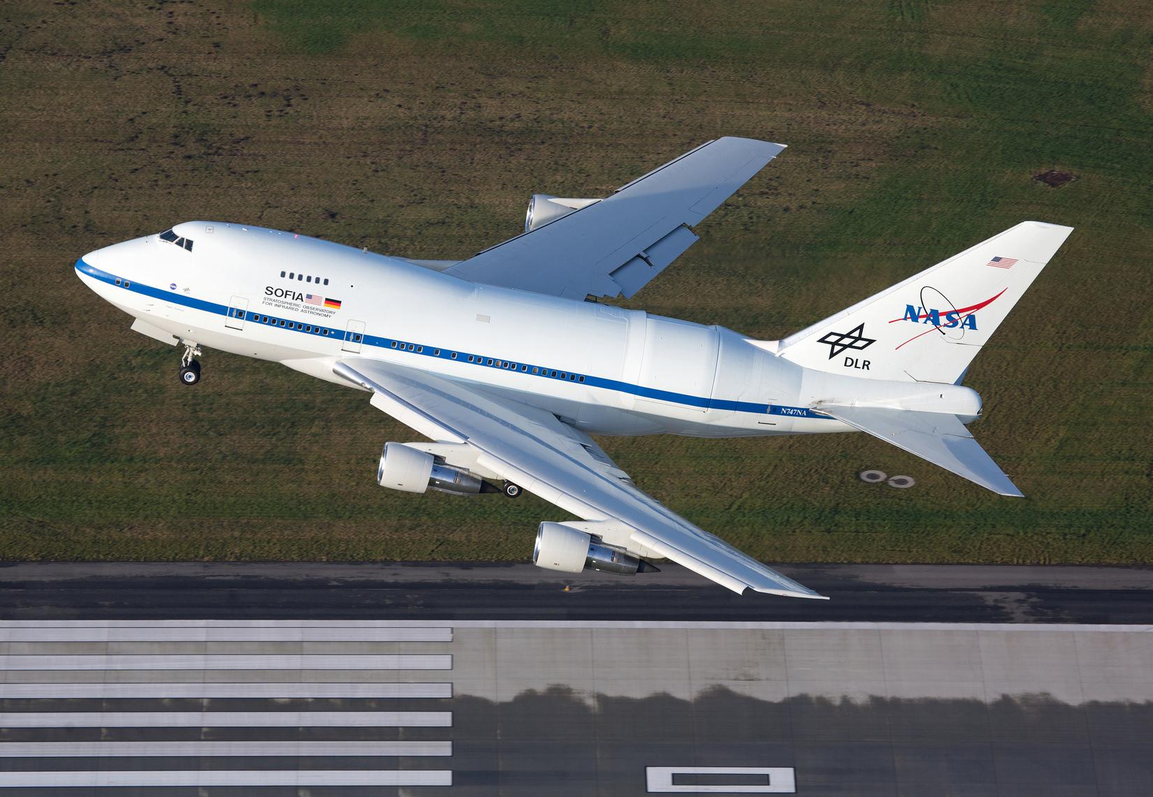 Boeing 747SP-21-flyet fra NASA letter fra Hamborg. Foto: Alexander Golz/NASA