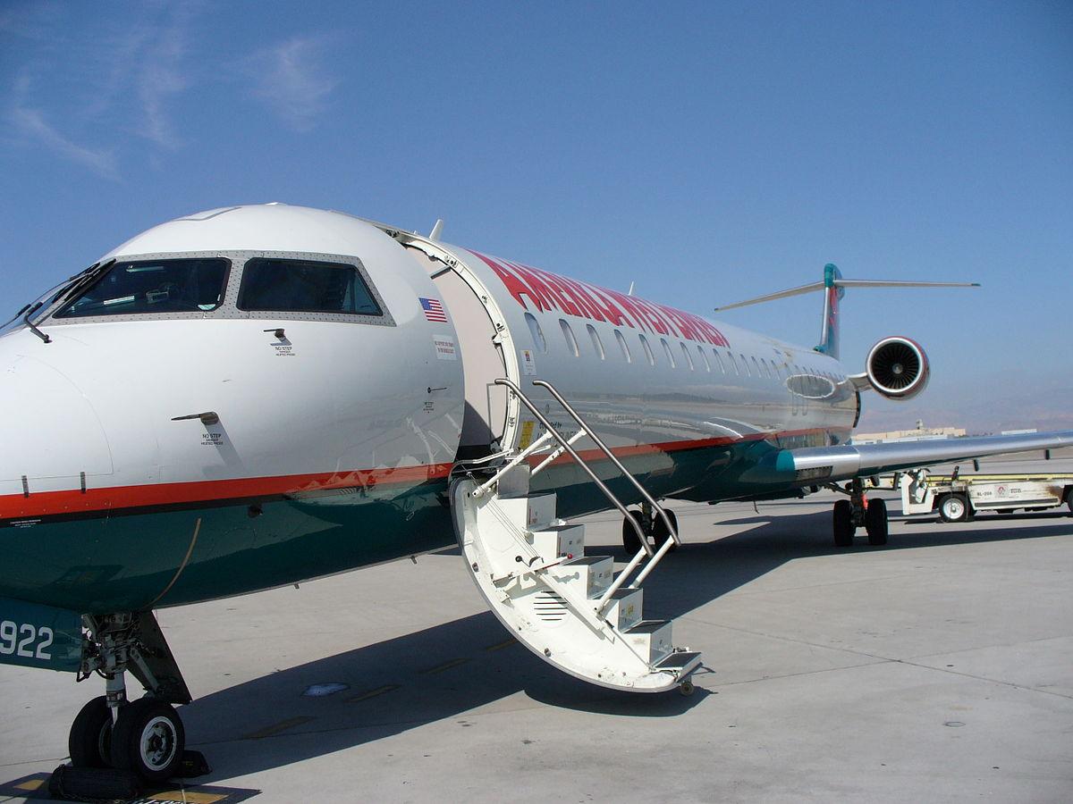 CRJ 900 fra Mesa Airlines i bemaling fra American Eagle. (Foto: Jetdriven    GNU 1.2)