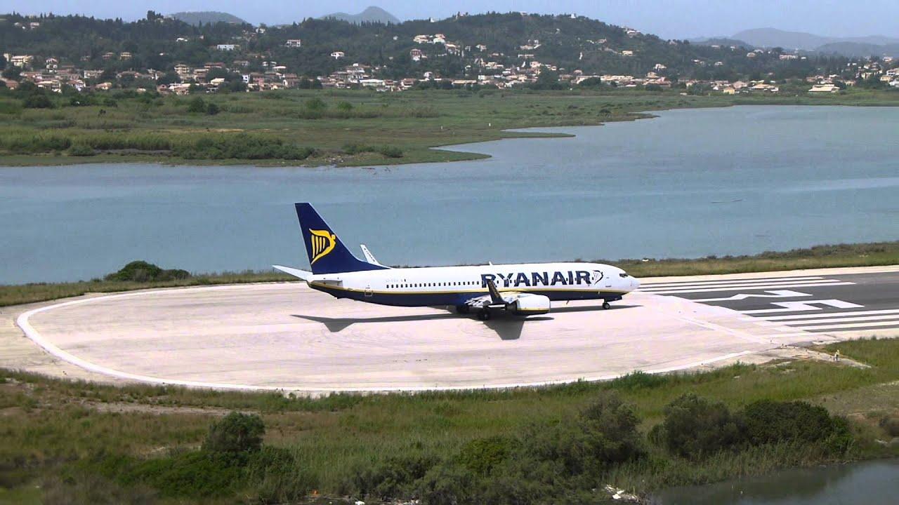 "Ryanair-fly klar til start i Corfu International Airport ""Ioannis Kapodistrias"" (Foto: v4niamin)"