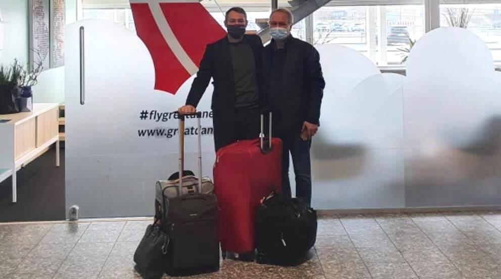 Thomas Hugo Møller (t.v.), administrerende direktør i Great Dane Airlines og faderen Peter Christian Bühlmann Jensen inden afrejsen til Vietnam. (Privatfoto)