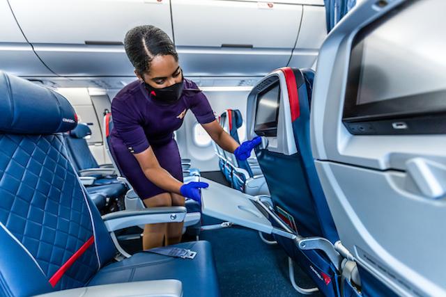Rengøring af kabine hos Delta Air Lines. Foto: Delta