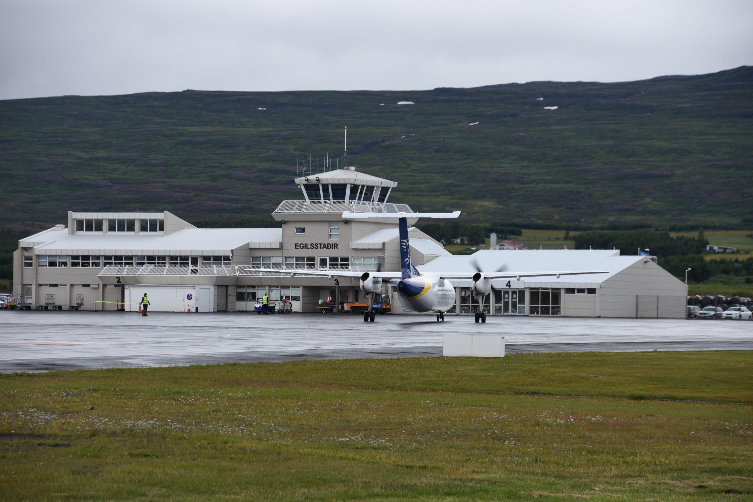 Egilsstaðir Airport i det østlige Island. Foto: AnonimitasUsario, CC 4.0