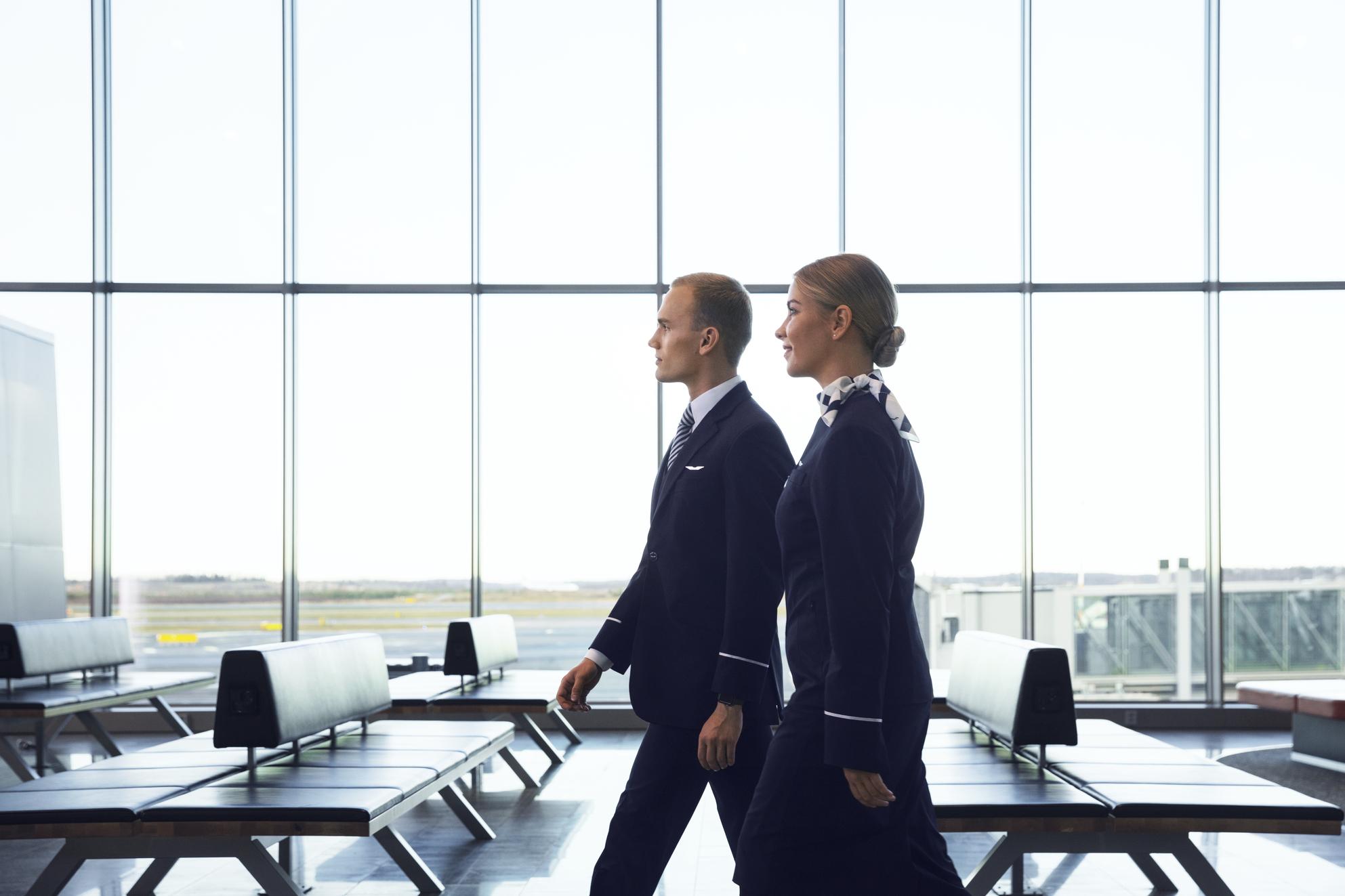 Finnair-personale i Helsinki Airport. (Foto: Mikko Ryhänen / Woodpecker)