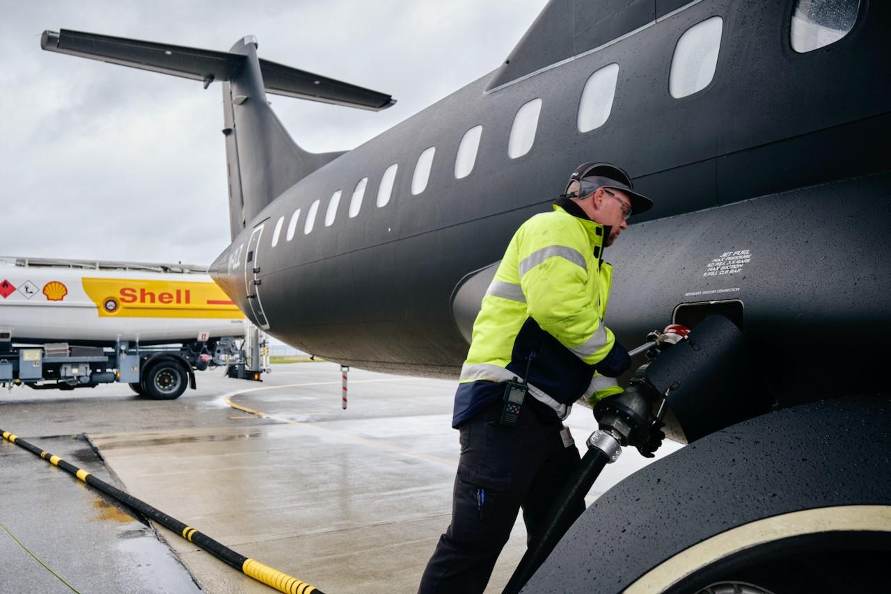 DCC & Shell Aviation skal fylde biobrændstof på Alsie Express-flyene i Sønderborg Lufthavn. (Foto: Alsie Express   PR)