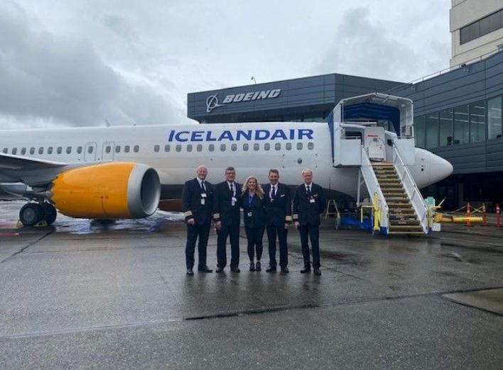 En delegation fra Icelandair ved leveringen af nyt MAX-fly hos Boeing i Seattle. Foto: Icelandair