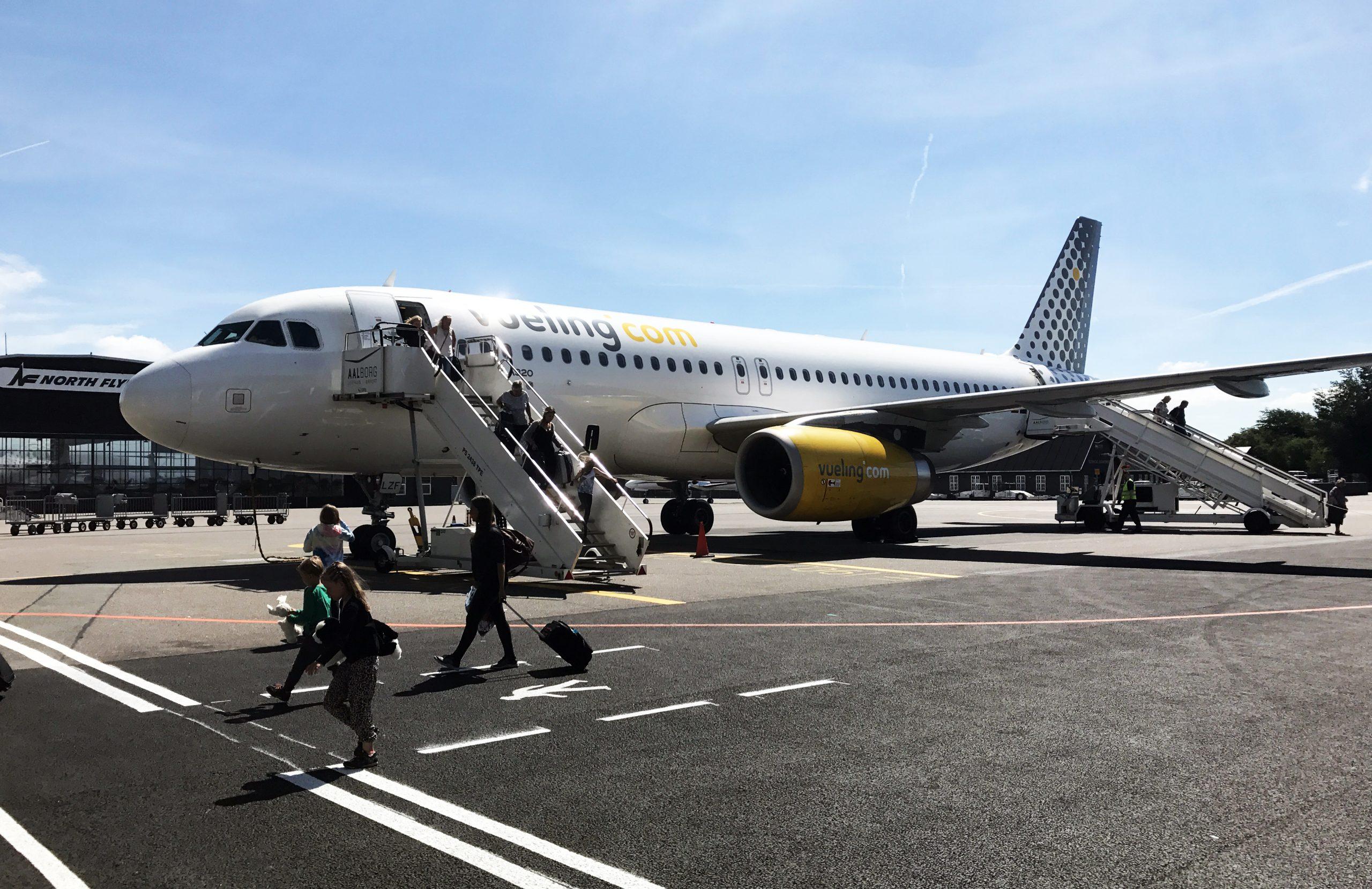 Vuelings Airbus A320 i Aalborg Lufthavn. (Foto: Joakim J. Hvistendahl)