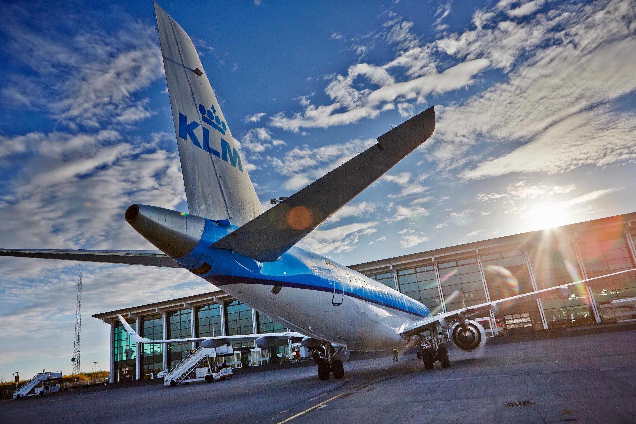 KLM-fly på forpladsen i Aalborg Lufthavn. (Foto: Aalborg Lufthavn | PR)