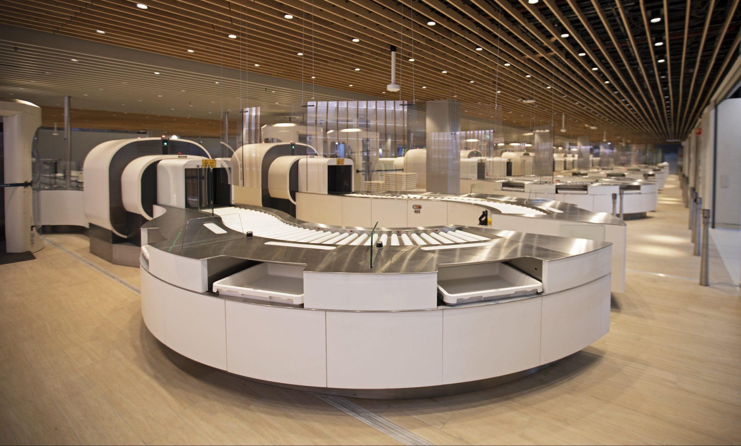 Sikkerhedskontrollen med de nye CT-scannere i Amsterdam Schiphol. Foto: Amsterdam Schiphol