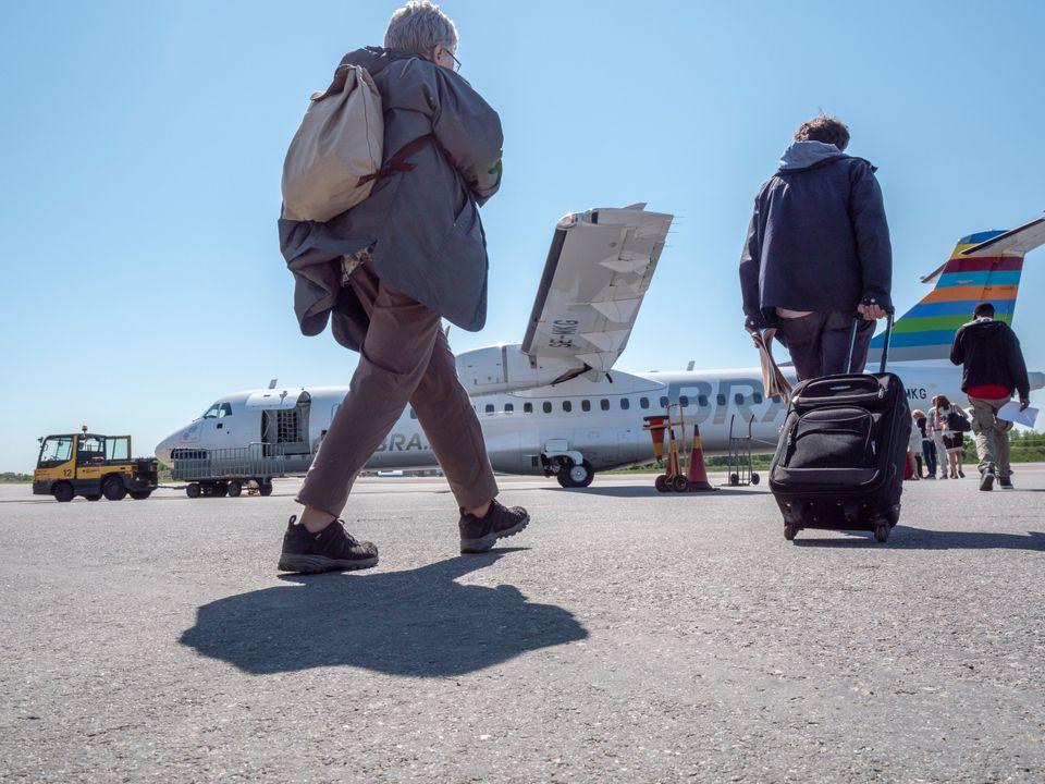Passagerer går ombord i ATR 72-600 fra BRA (Foto: BRA)