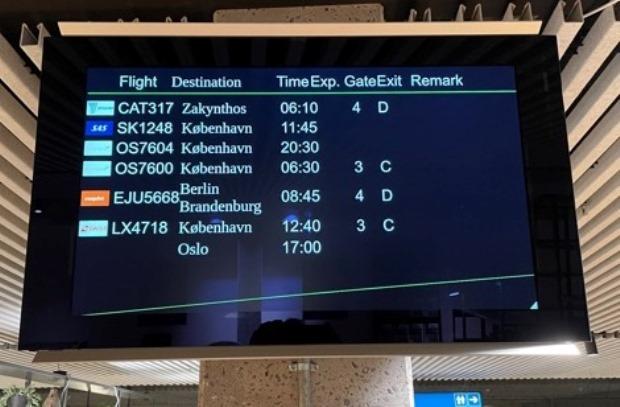 Afgangstavle i Aarhus Airport. (Foto: Aarhus Airport   Facebook)