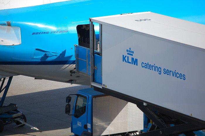 KLM-fly lastes med catering. (Foto: KLM Catering Services Schiphol   Facebook)