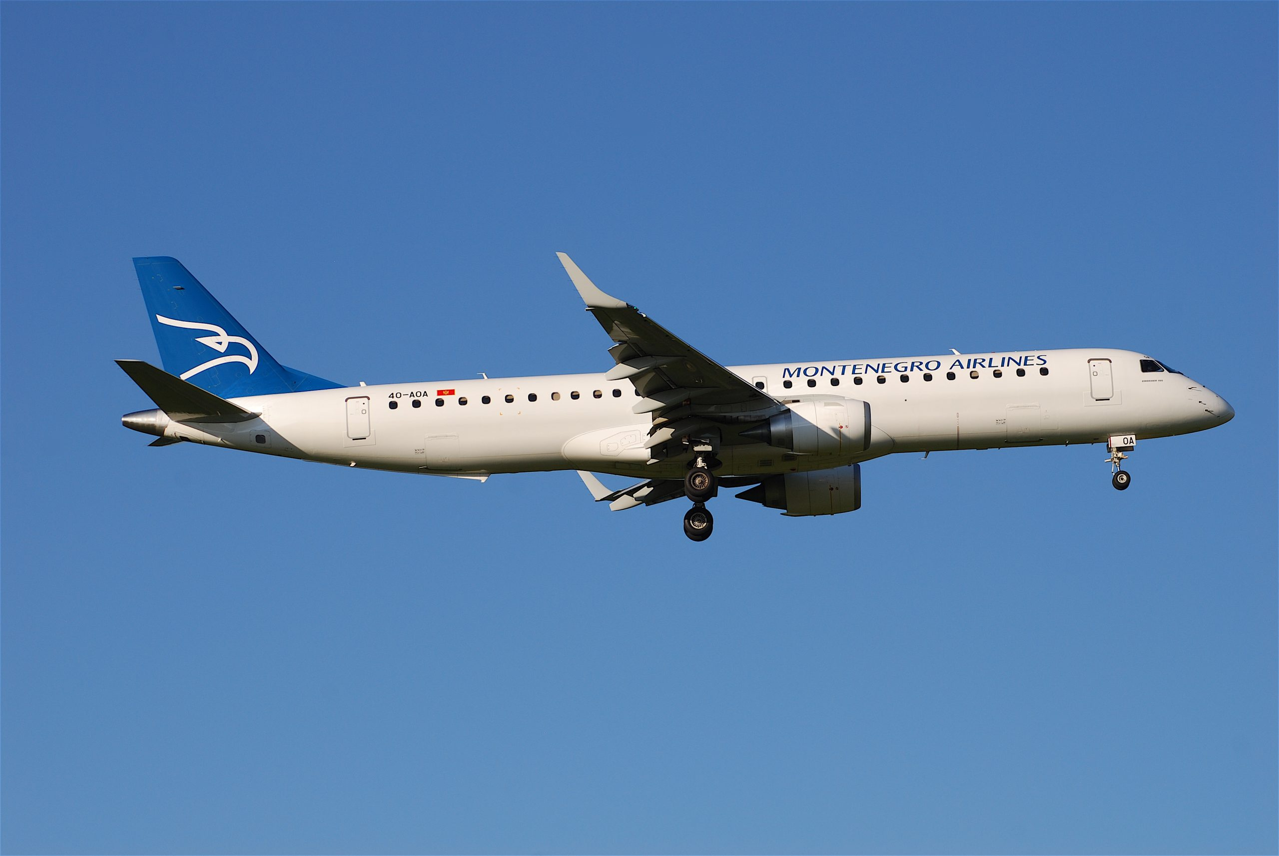 En Embraer E195 fra det tidligere Montenegro Airlines. Foto: Aero Icarus, CC 2.0