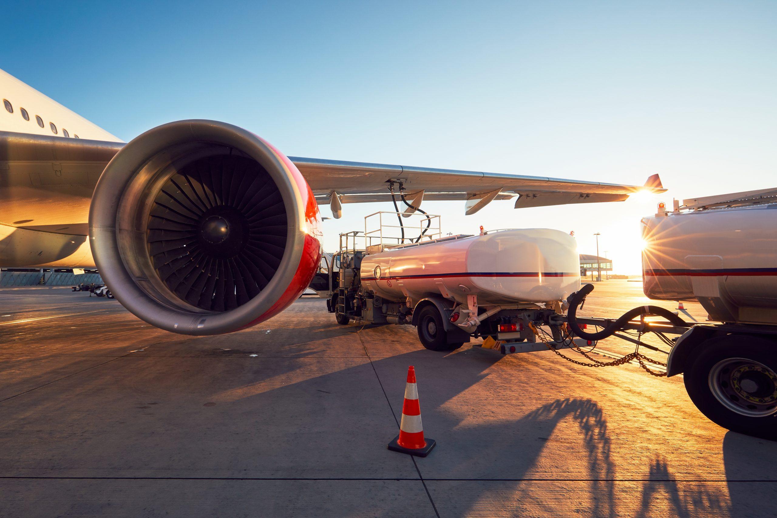 Fly tankes i lufthavn. (Foto: Jaromir Chalabala | Shutterstock)