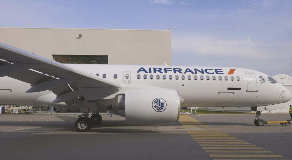 Den første Airbus A220-300 til Air France er rullet ud af malerhallen. Foto: Air France