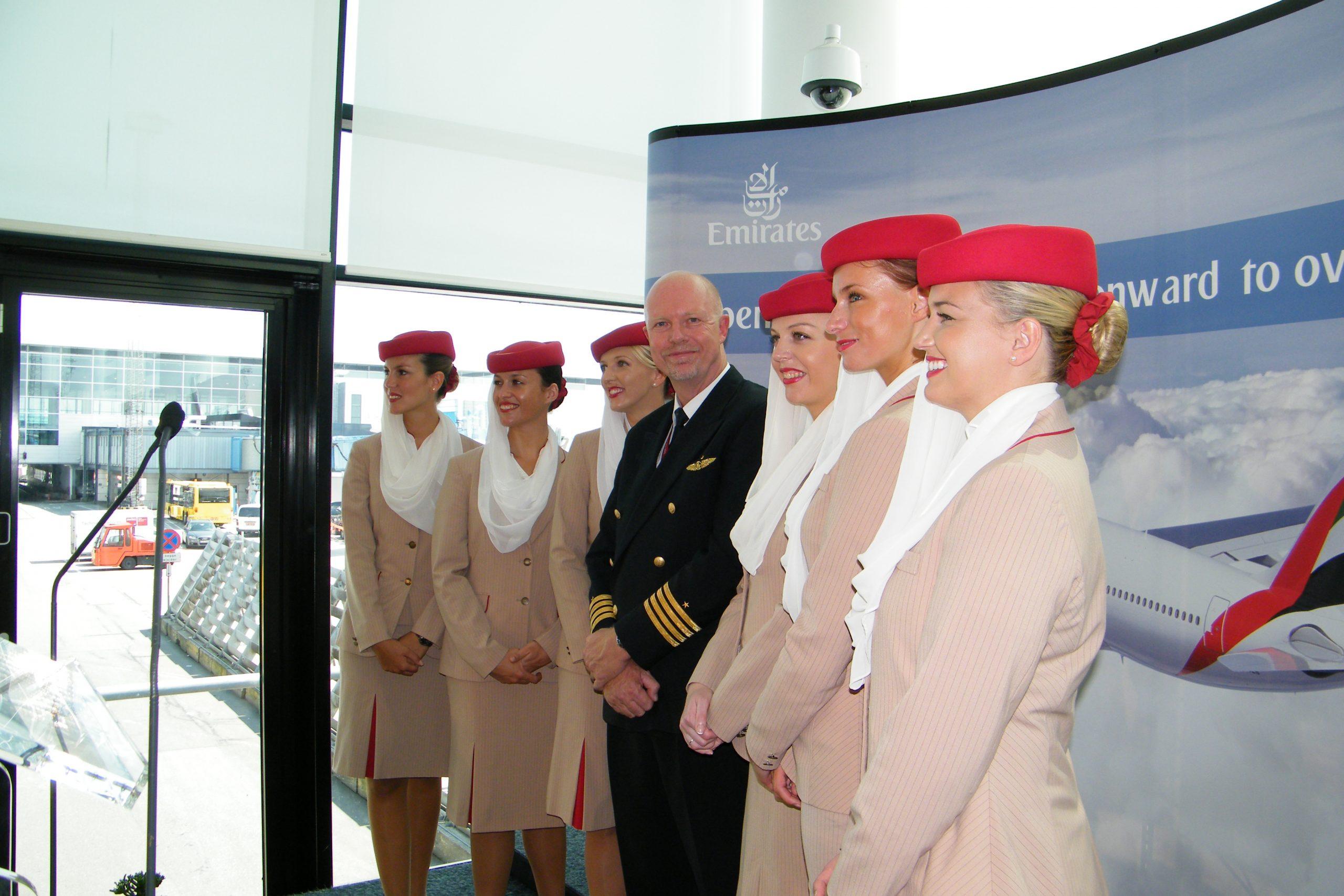 Kaptajn Lars Schoyen og sit team ved åbningen af ruten fra Dubai til København den 1. august 2011. (Foto: Henrik Baumgarten)