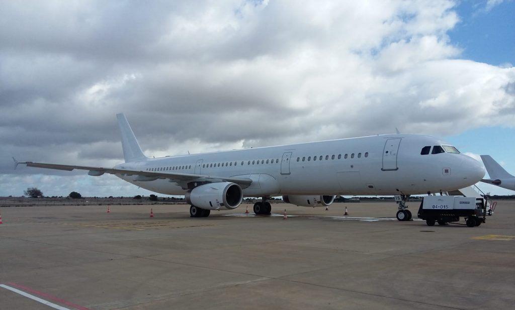 Airbus A321-200 fra Hifly Malta med registreringen 9H-LIS. (Foto: Jorge Diogo)