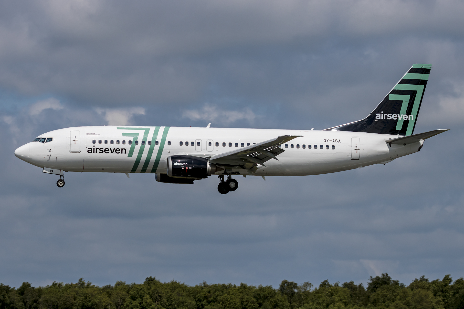 Boeing 737-400 (OY-ASA) fra Airseven. (Foto: Dirk Grothe)