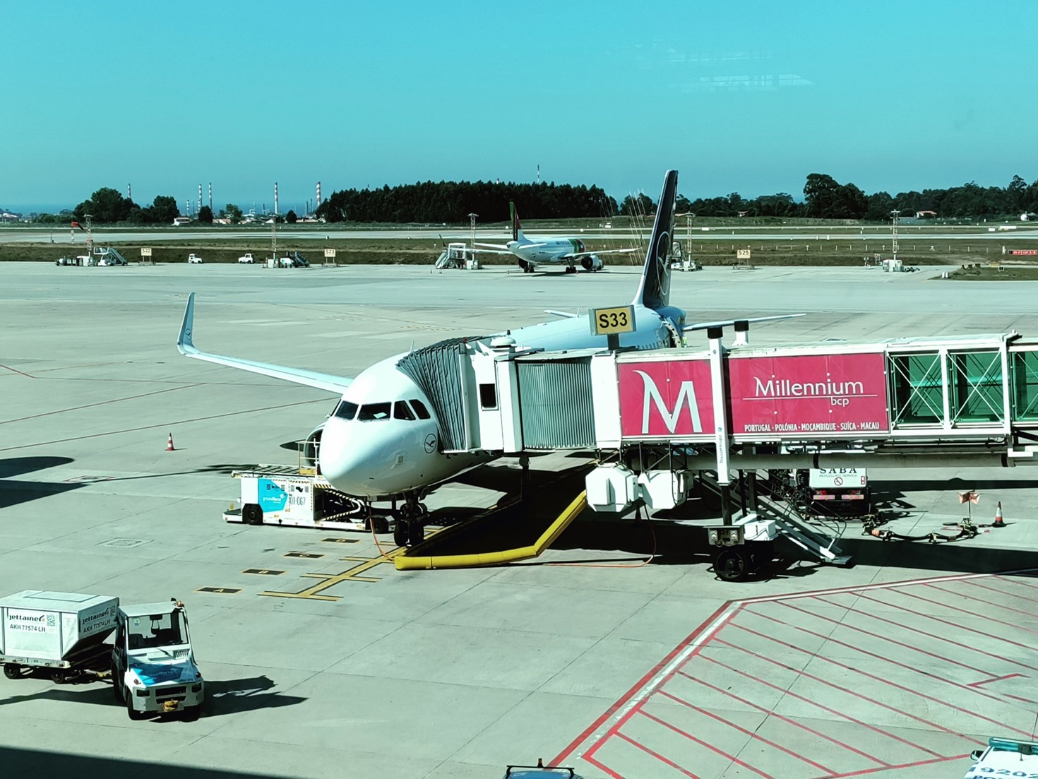 Lufthansa A320-200 på platformen i Porto Airport. (Foto: Matthias Wagner)
