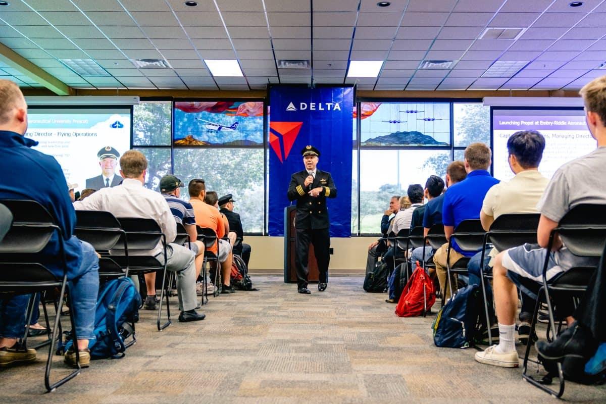 Ansatte i Delta Air Lines skal betale 200 dollars om måned, hvis man ikke har COVID-19-vaccination. (Foto: Delta | PR)