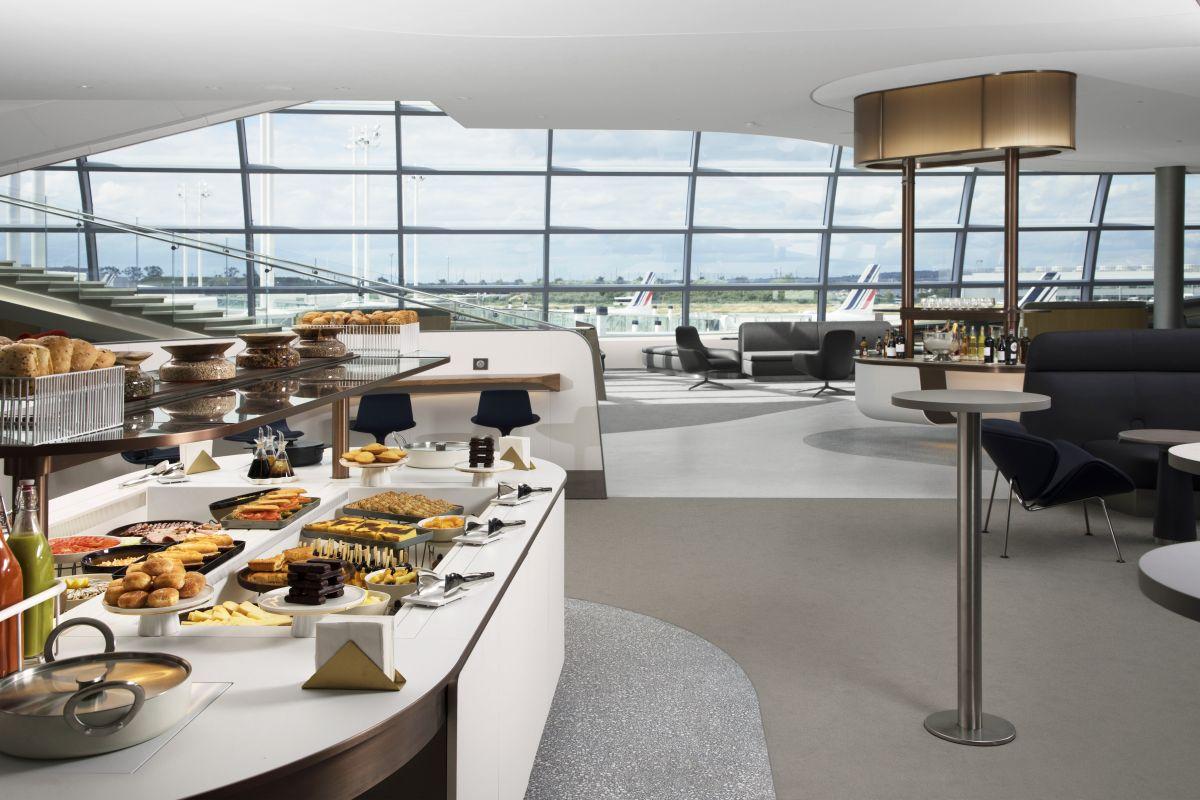 Der er udsigt til flyene fra den nye Air France-lounge i Terminal 2F i Paris-CDG. (Foto: Air France | PR)