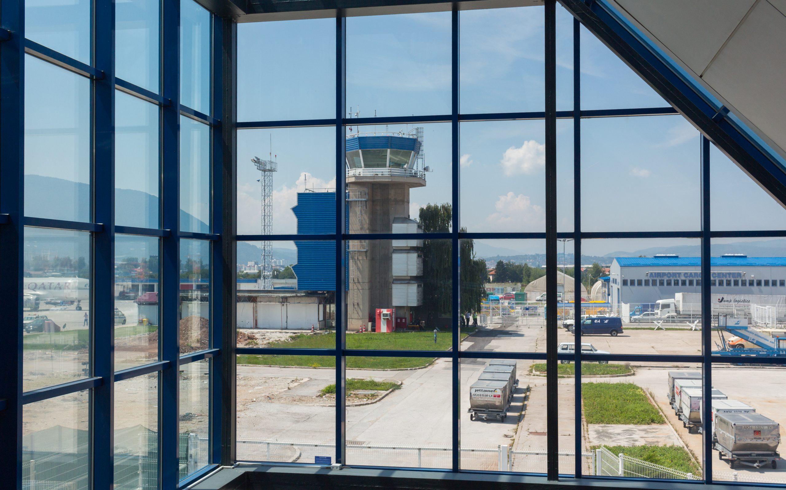 Kontroltårnet i Sarajevo International Airport. (Foto: Alekk Pires | shutterstock)
