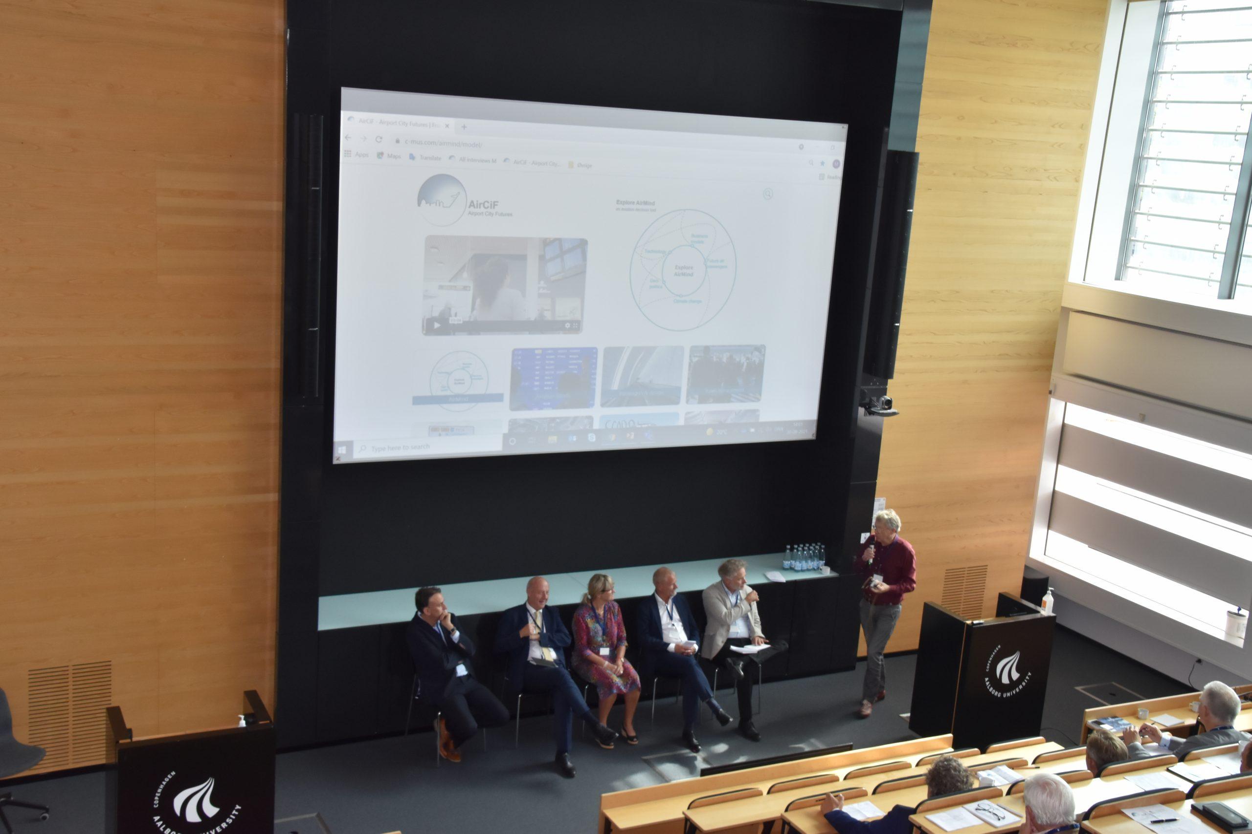 Ved en konference mandag den 30. august løftede forskere fra  Aalborg Universitet sløret for deres forskning. Det arbejde lever nu videre i Danish Aeromobility Academy. (Foto: Marieke van Hulst Pedersen)