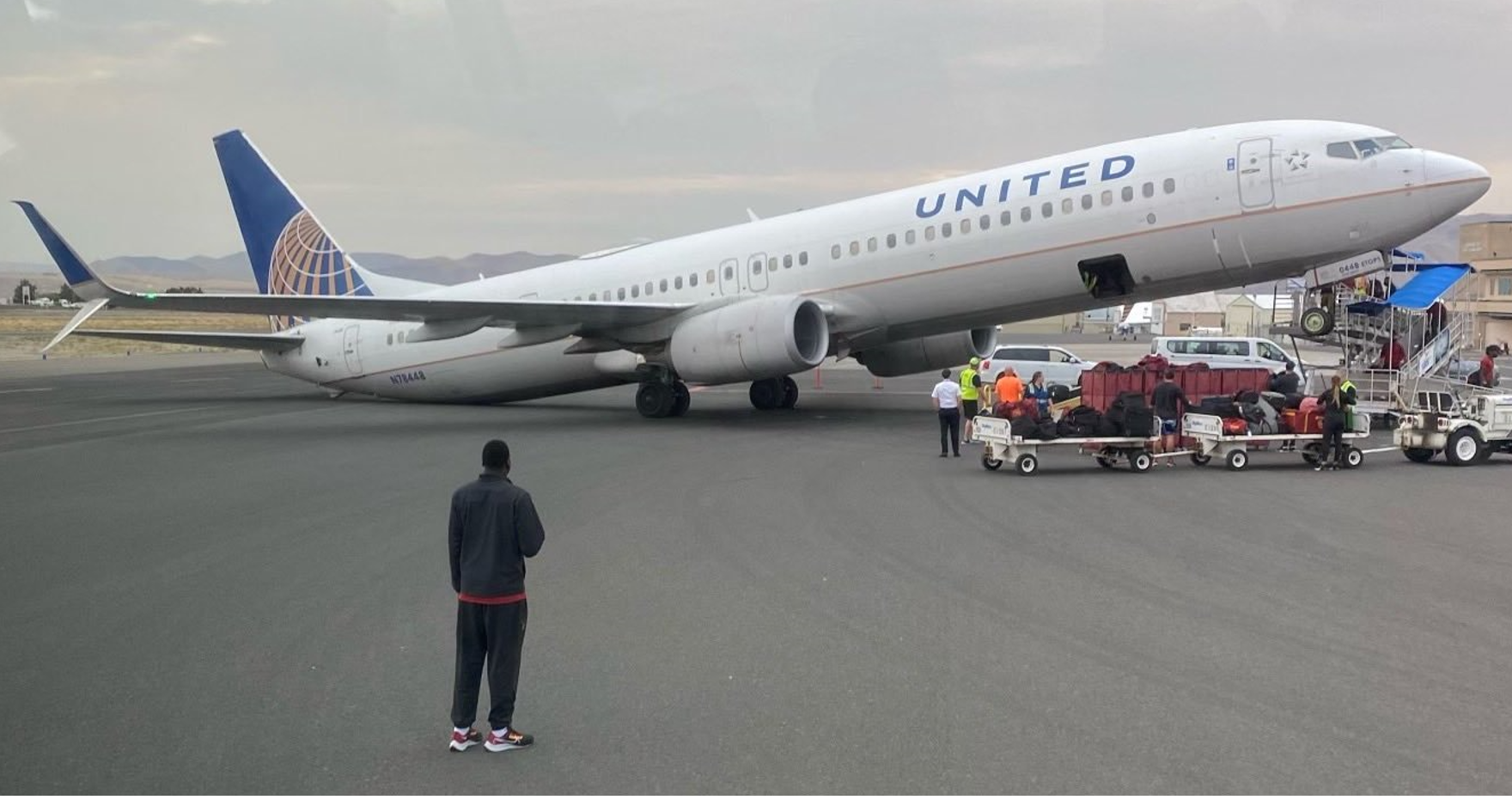 UA2509 Boeing 737-900 efter landing i Lewiston Nez Perce County Airport i Lewiston, Idaho. (Foto: Dave Stockton Jr | Twitter)