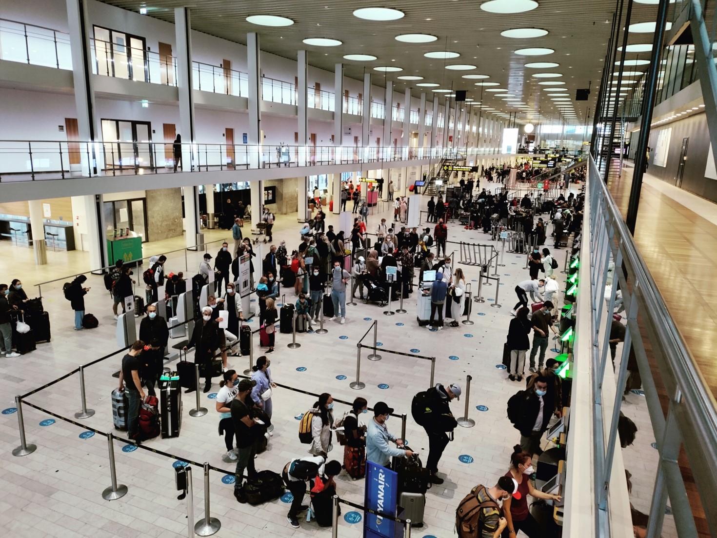 Morgentravlhed i Terminal 2 i Københavns Lufthavn. (Foto: Matthias Wagner)