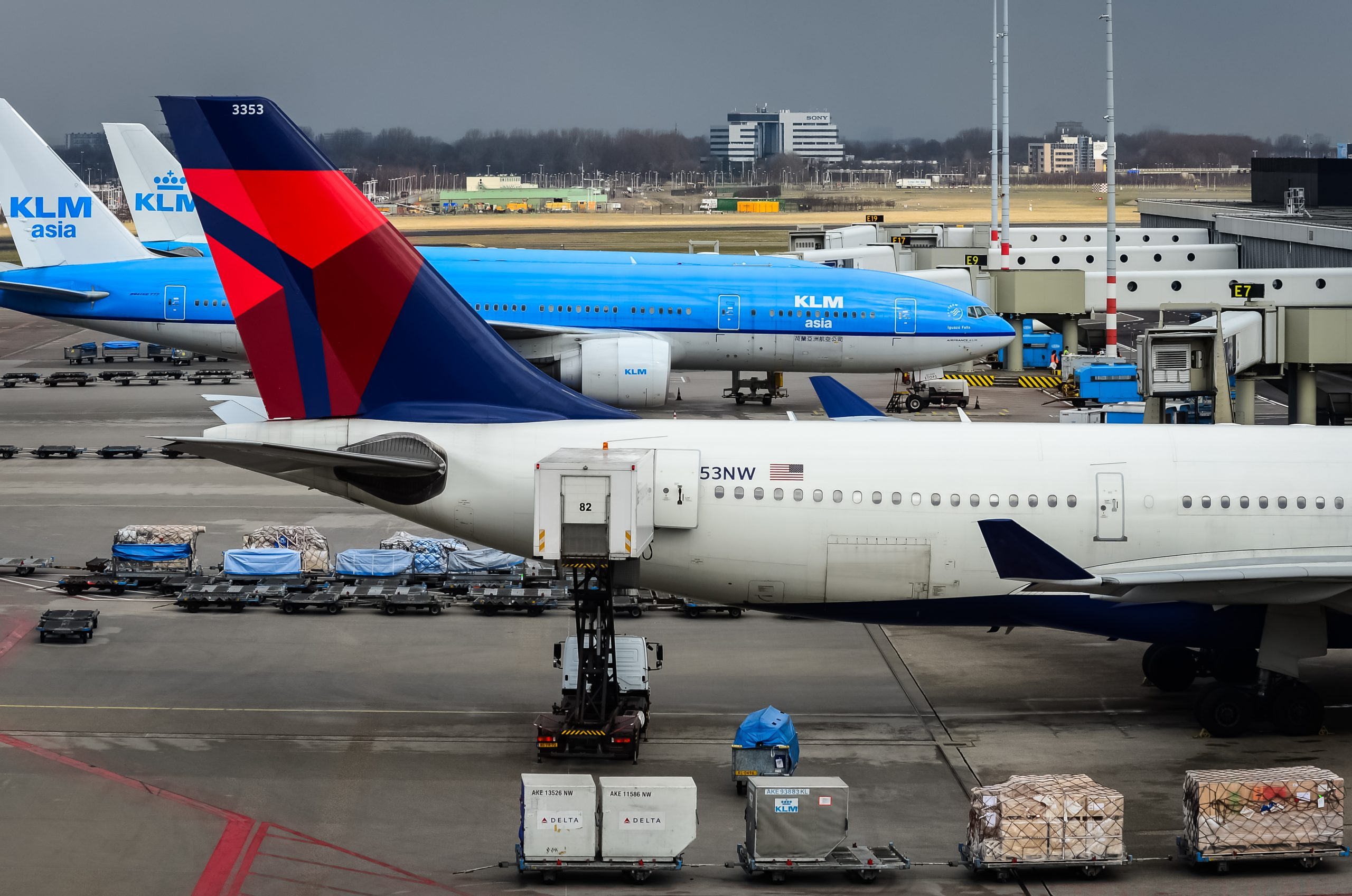 Fly fra Delta Air Lines i Amsterdam Schiphol Airport. (Arkivfoto:  NYC Russ | shutterstock)